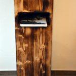 Schlüsselablage aus geflämmtem Fichtenholz